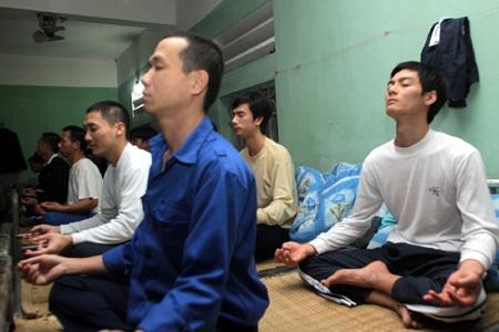 Học viên luyện tập yoga để rèn luyện tinh thần, sức khoẻ.