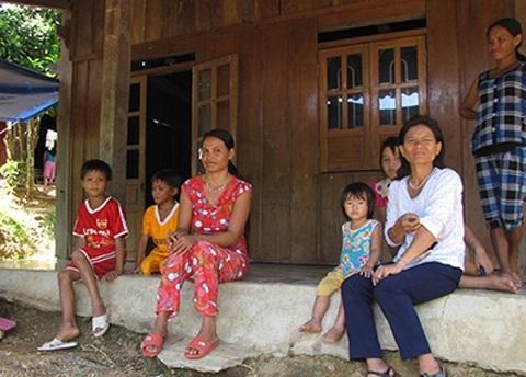 Người dân xã Trà Đốc lo sợ sau trận giông lốc và động đất xảy ra