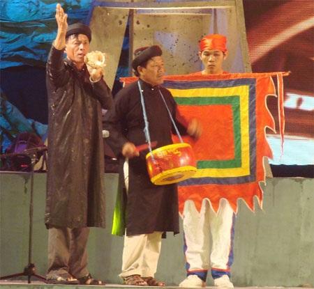 Đại diện 13 tộc học ở Lý Sơn thổi ốc u - nét đặc trưng văn hóa của Lế khao lề thế lính Hoàng Sa.