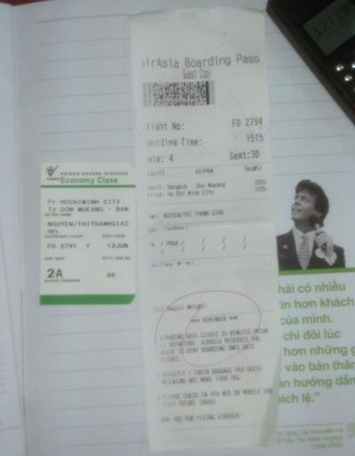 Tấm vé máy bay của một du khách vừa từ Thái Lan trở về