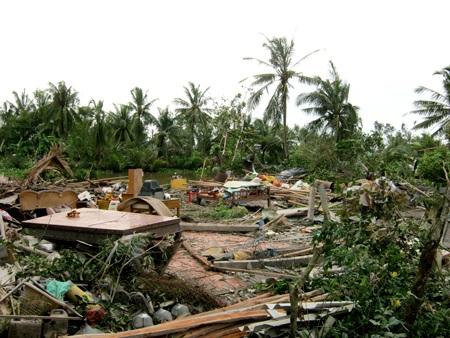 5 ngày, trên 60 căn nhà bị sập và tốc mái