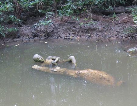 Tượng đài dũng sĩ diệt cá sấu tại rừng Sác.