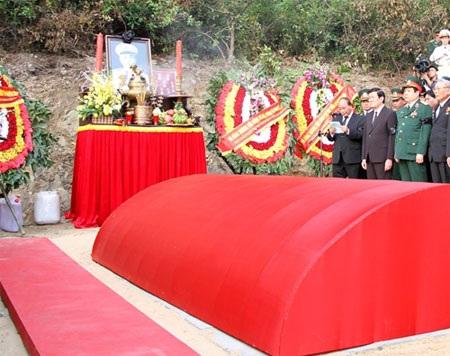 Từ đây, Đại tướng Võ Nguyên Giáp sẽ ở lại mãi mãi với bà con quê hương Quảng Bình (Ảnh: QĐND).