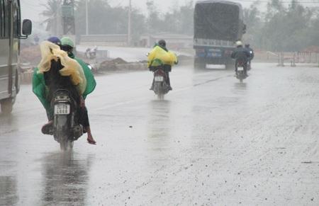 Mưa lớn và gió mạnh ở Quảng Trị từ hôm qua (Ảnh: Diệu Ái)