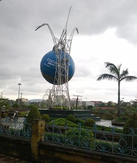 Thiệt hại sau bão tại TP Uông Bí (Ảnh: Thu Hằng)