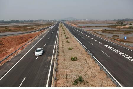 Cao tốc Nội Bài - Lào Cai thông xe đoạn tuyến đầu tiên