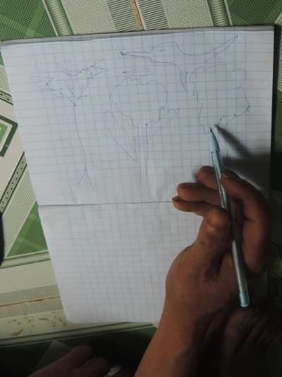 Anh Lang vẽ con chim và cái cây - những thứ đã rất quen thuộc với anh trong rừng