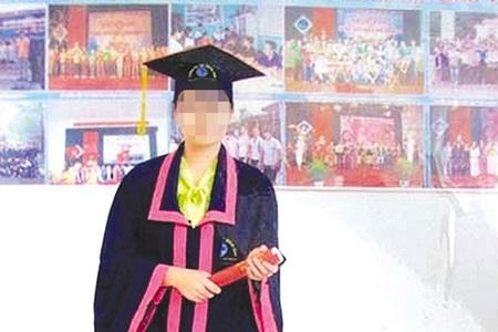 Di ảnh nạn nhân Hằng trong ngày tốt nghiệp tại Đại học Quảng Bình.