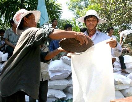 Hỗ trợ kịp thời nhu yếu phẩm giúp người dân tộc thiểu số ăn Tết đầy đủ
