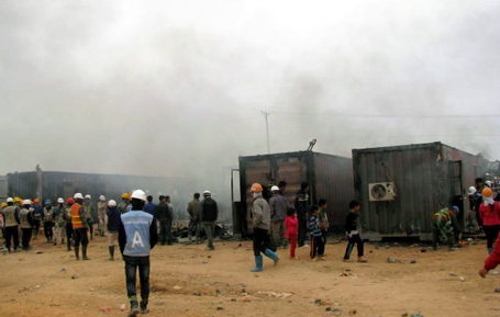 Nhà container của bảo vệ cũng bị đốt cháy đen