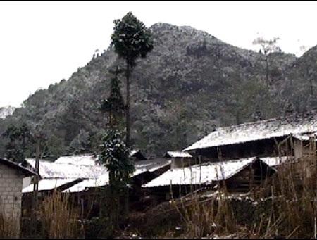 Những mái nhà phủ dày tuyết ở cao nguyên đá Đồng Văn