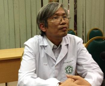 PGS.TS Phạm Duệ cho biết các bệnh nhân đang được điều trị bằng những biện pháp tốt nhất