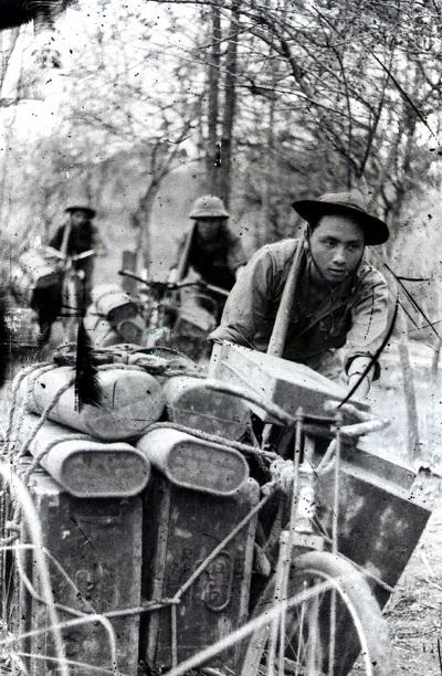 Đơn vị vận tải C3 anh hùng (Đoàn 250 Tây Nguyên) chuyển đạn phục vụ chiến dịch.