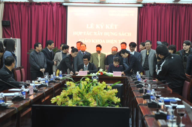 Buổi lễ ký kết với ĐTH Việt Nam ngày 14/1/2013.