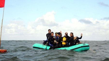 Sau những giờ thám hiểm dưới đáy biển (Ảnh: Tuấn Cường)