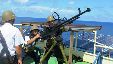Vững tay súng canh biển Tổ quốc. Ảnh: Tuấn Cường