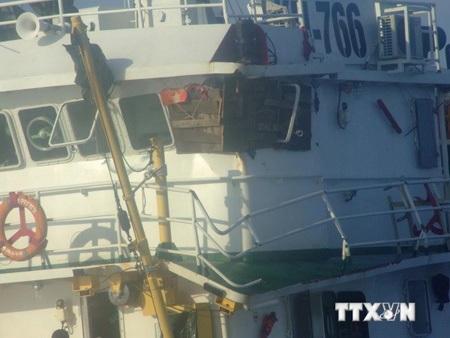 Tàu Kiểm ngư Việt Nam bị hỏng nặng do tàu Trung Quốc đâm va. (Ảnh Văn Sơn/TTXVN)