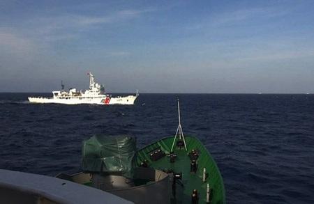 """Tường thuật từ vùng """"biển nóng"""": Tàu Trung Quốc khiêu khích trong đêm"""