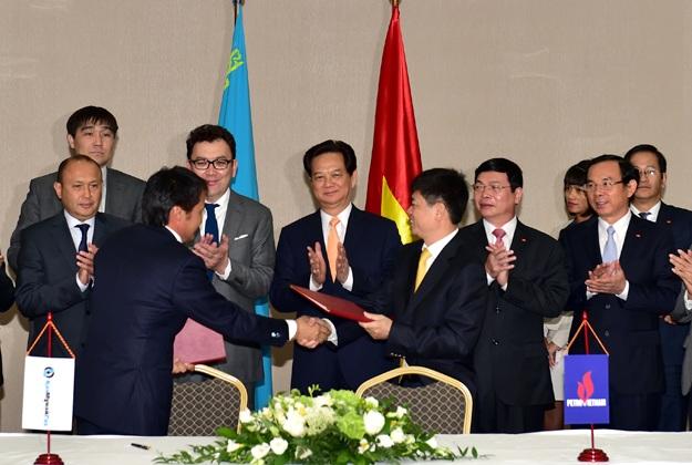 Thủ tướng Nguyễn Tấn Dũng tiếp Lãnh đạo Tập đoàn Dầu khí quốc gia Kazakhstan. Ảnh: VGP/Nhật Bắc