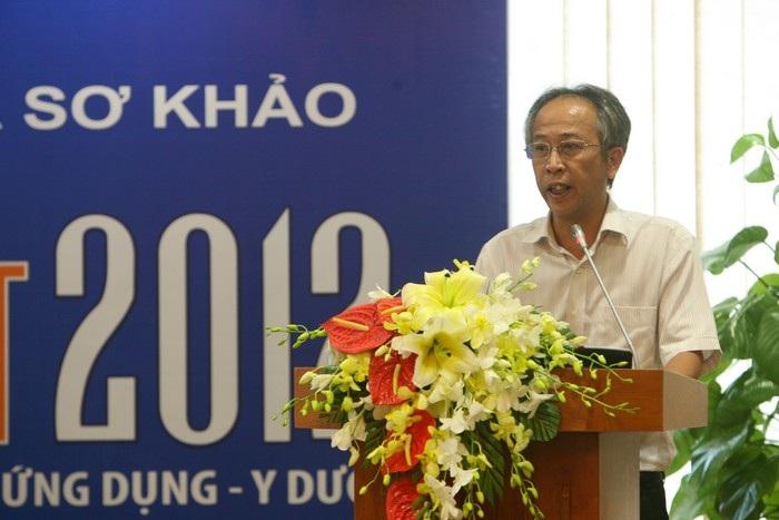 Tiến sĩ Nguyễn Long công bố kết quả sơ khảo quả trong buổi họp báo tại Hà Nội. (Ảnh: Hữu Nghị)