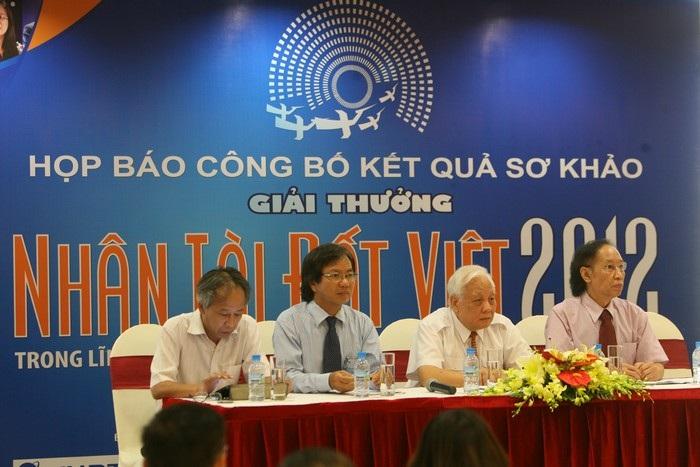 Ban Tổ chức, Ban Giám khảo trả lời các câu hỏi của báo giới.