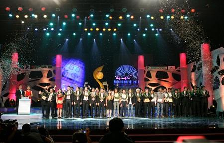 Quang cảnh trao giải NTĐV năm ngoái2011, lần thứ 7