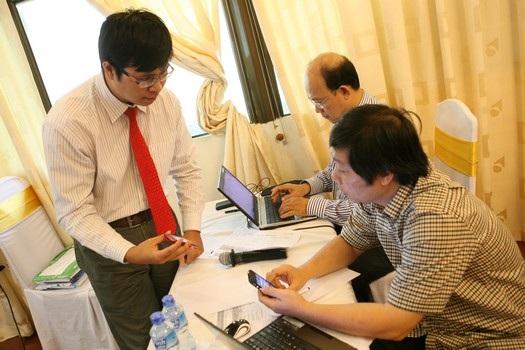 Tác giả demo sản phẩmtrước Hội đồng.