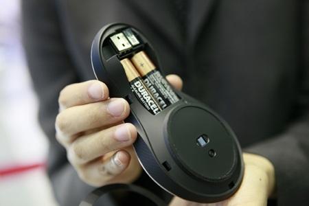 Thiết bị sử dụng 2 pin tiểu AAA.