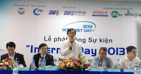 Ông Vũ Hoàng Liên, Chủ tịch Hiệp hội Internet Việt Nam phát động sự kiện Internet Day 2013.