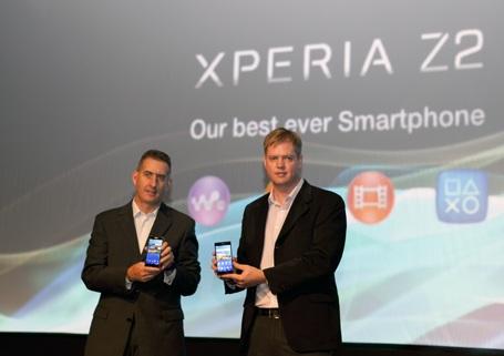 Lãnh đạo Sony cùng khoe các sản phẩm Zperia mới
