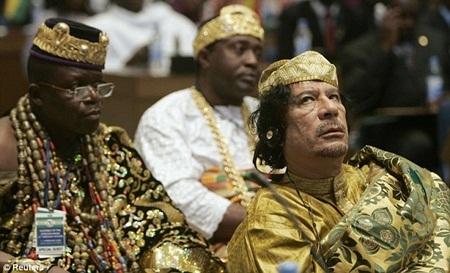 Ông Gaddafi giàu gấp ba lần Carlos Slim - 1