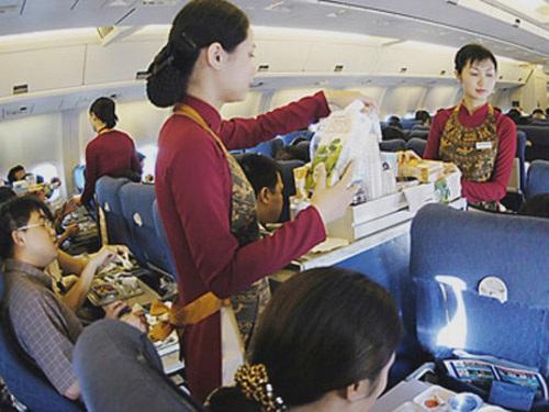 Nữ tiếp viên Vietnam Airlines lại bị sàm sỡ trên máy bay - 1