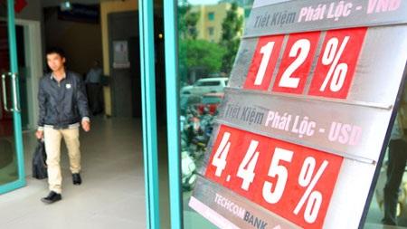Lãi suất tiếp tục giảm xuống 12% trong ngày 11/4
