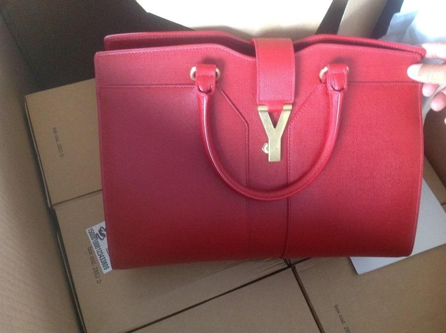 Túi xách hàng hiệu do Công ty Tạ Giang Linh nhập khẩu đang bị điều tra.