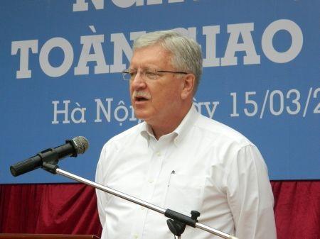GS David Melton phát biểu tại ngày hội