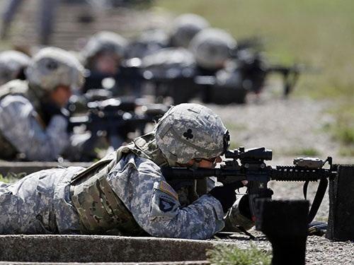 Nữ binh sĩ Mỹ huấn luyện tại căn cứ quân sự Fort Campbell ở bang Kentucky
