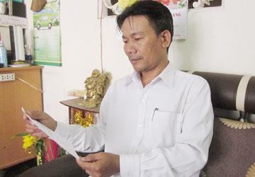 Ông Vũ Mạnh Hùng, người được TAND quận 12 mời lên làm việc với nhân viên Mobifone. Ảnh: N.HIỀN