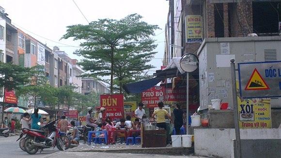 Hàng quán san sát nhau ở khu đô thị Văn Khê.