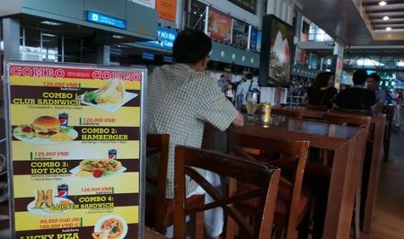 Nhiều dịch vụ mặt đất ở sân bay Nội Bài có giá trên trời (Ảnh: Hồng Kỹ)