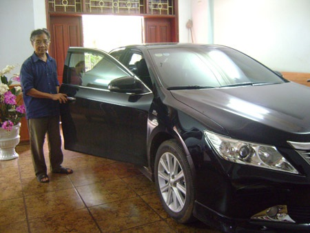 Chiếc xe Camry 2.4 giá hơn 1 tỷ đồng mà ông Tạ Đình Đào mua từ tiền bán cam hồi đầu năm.