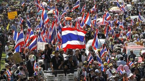 Đám đông biểu tình phản đối Chính phủ (Ảnh: EPA)