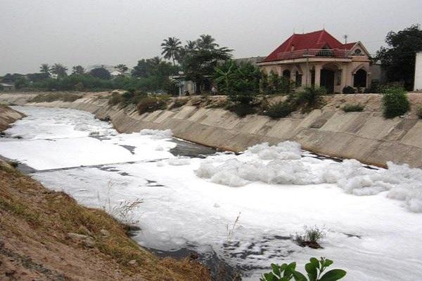 Kênh Ba Bò tại TP.HCM là nạn nhân của ô nhiễm do nước xả từ các khu công nghiệp.
