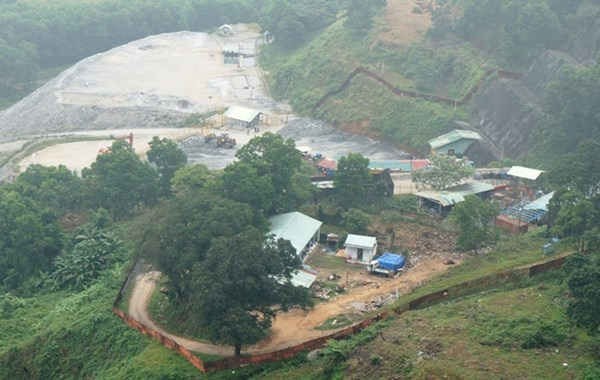 Mỏ vàng Bông Miêu đã ngừng hoạt động với lý do bị thiệt hại do bão lũ.