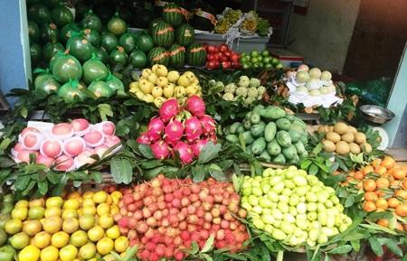 Hoa quả thờ Tết khá đa dạng, nhưng giá cả vẫn tăng chóng mặt