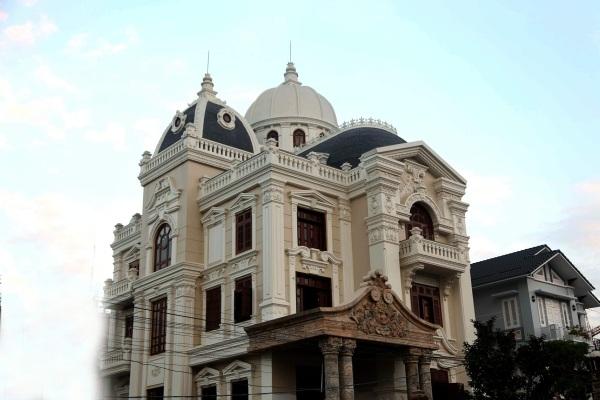 Lâu đài Tạo - Phượng tọa lạc trên khu Ngã 5 - Sân bay Cát Bi - Hải Phòng