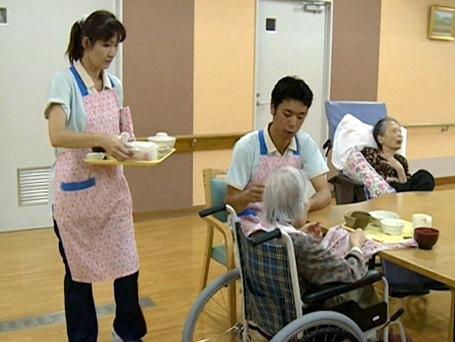 Điều dưỡng viên làm việc tại Nhật Bản