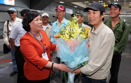 Bộ trưởng Bộ LĐ-TB&XH Phạm Thị Hải Chuyền gặp gỡ lao động VN từ Lybia về nước.