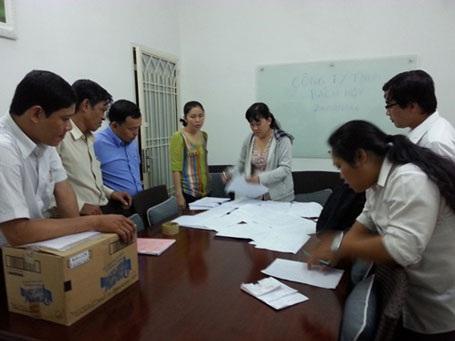 Công nhân Công ty Bách Hợp (quận 6) tố cáo việc giám đốc bỏ trốn không trả lương, đóng BHXH.