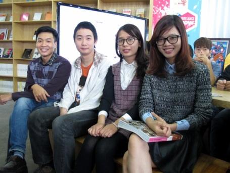 Nguyễn Duy Tùng Bách với các freelancer ngành thiết kế