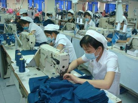 Tết Ất Mùi 2015, mỗi CN Cty CP Việt Hương sẽ được thưởng 2,5 tháng lương. Ảnh Nam Dương